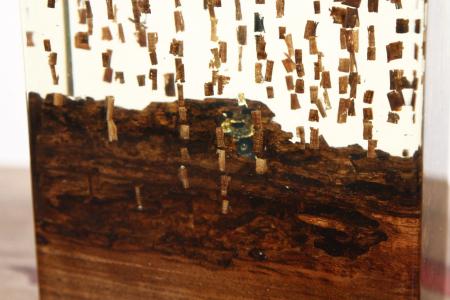 Lampa din rasina epoxidica cu lemn de maslin [4]
