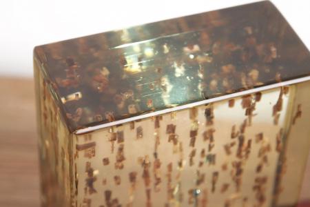Lampa din rasina epoxidica cu lemn de maslin [6]