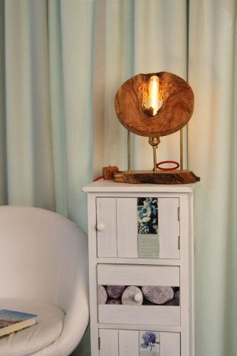 Lampa din lemn de maslin [2]