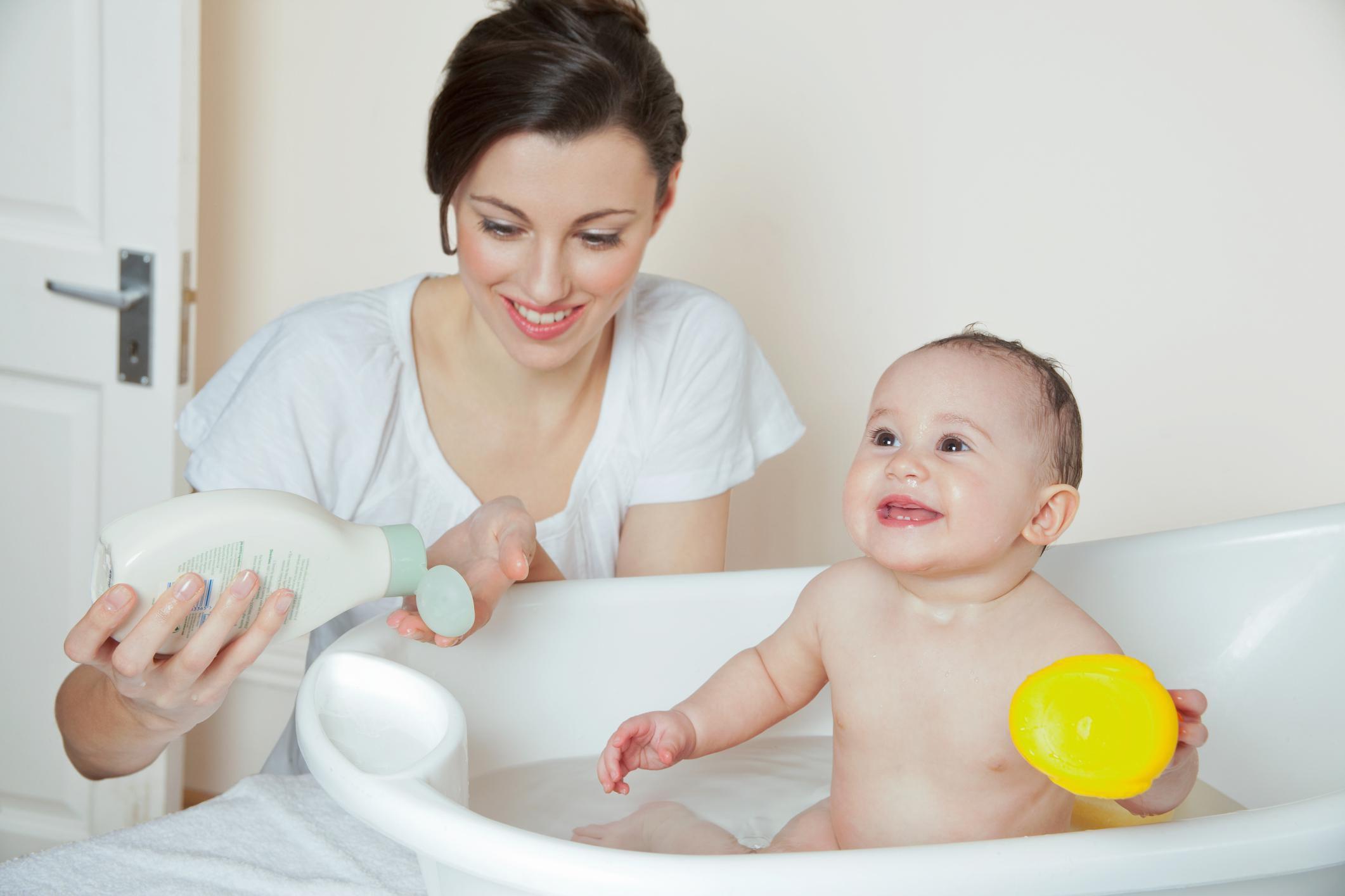 Îngrijirea bebelușului. Sfaturi si soluții de la mămici.