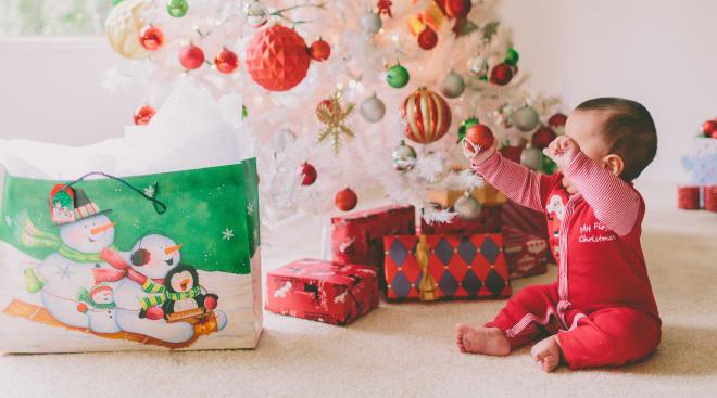 Primul Crăciun cu bebe - bradul, vizitele, alăptatul - cum tedescurci cu toate?