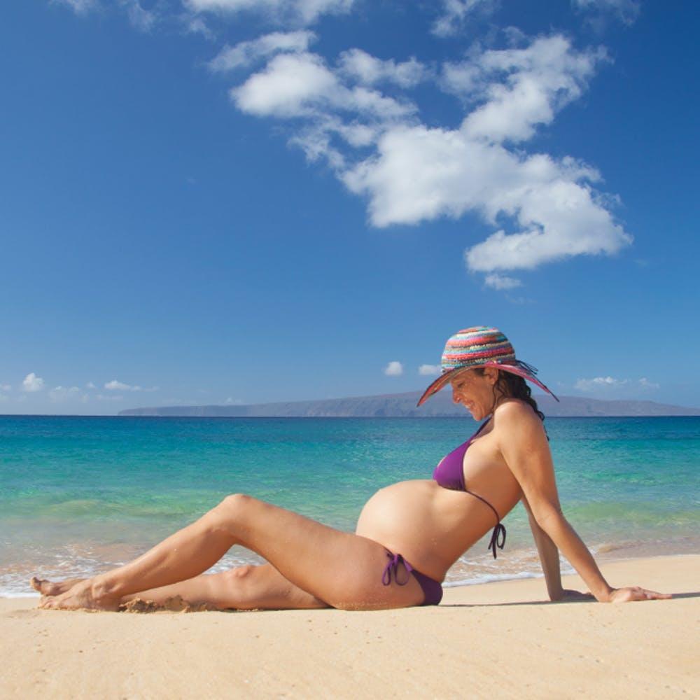 Însărcinată? Top articole ce nu trebuie să îți lipsească din bagajul de vacanță