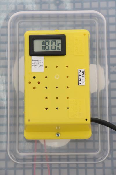 Incubator electric pentru oua cu dispozitiv dublu de intoarceresi termometru, Cleo, model 5X2-DT 5