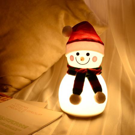 Lampa de veghe pentru copii, portabila, silicon BPA-free, 7 culori de LEDuri, reincarcabila USB, touch control, Om de Zapada cu fes [1]