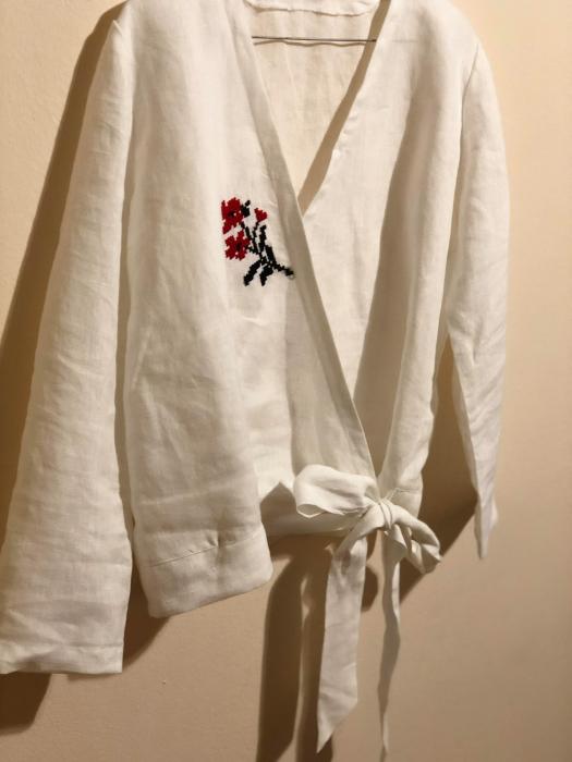 Bluza de in organic brodata manual in sate din Maramures [3]