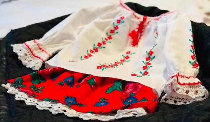 costum traditional fetita [1]
