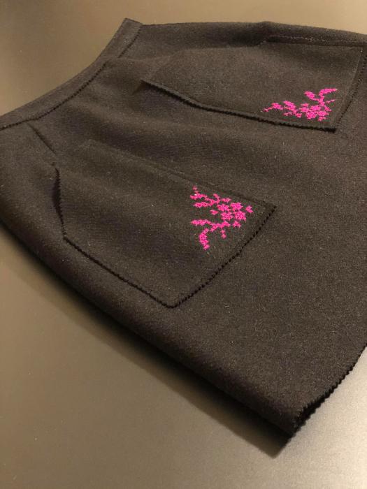 Fusta din lana brodata manual cu model cusut in cruce [3]