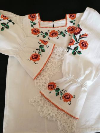 Ie femei cu motiv traditional floral [2]