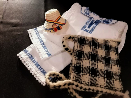 costum traditional romanesc baieti [3]