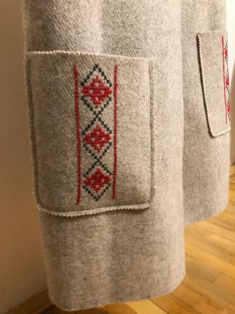 Vesta din lana, brodata manual cu model cusut in cruce [2]