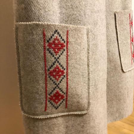 Vesta din lana, brodata manual cu model cusut in cruce [0]