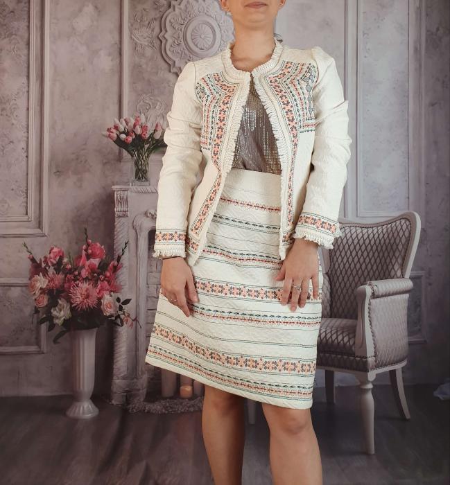 Compleu traditional elegant - Rovana [2]