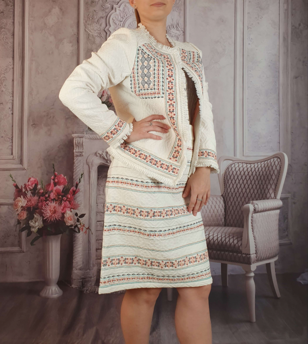 Compleu traditional elegant - Rovana [1]
