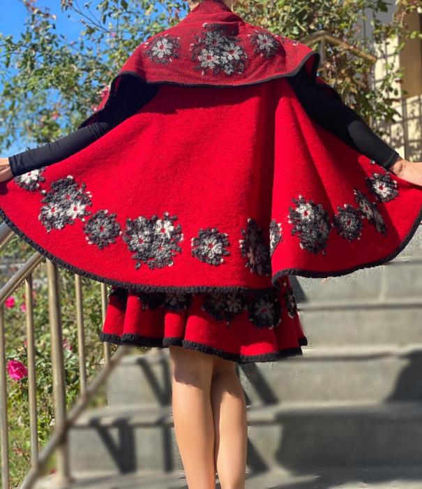 Costum din lana  Anisoara 2 [1]