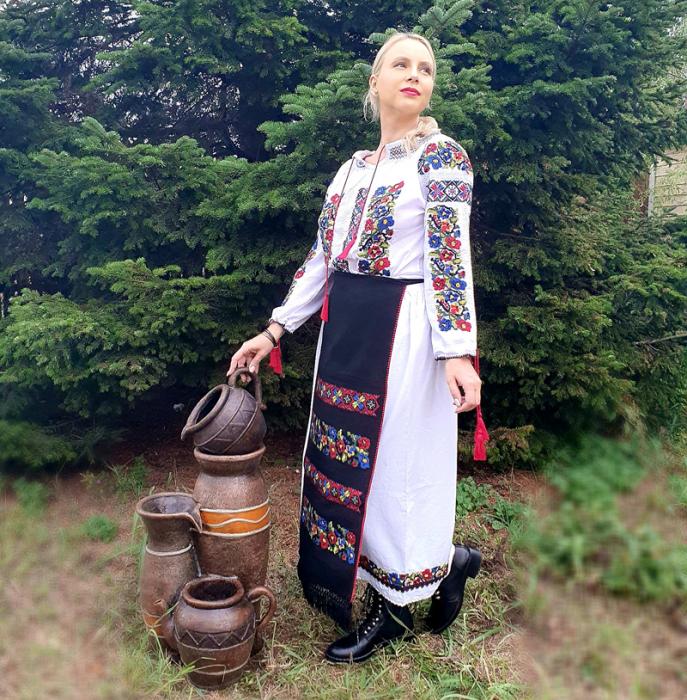 Costum Popular  6 - 4 piese - tip tesuta la razboi [4]