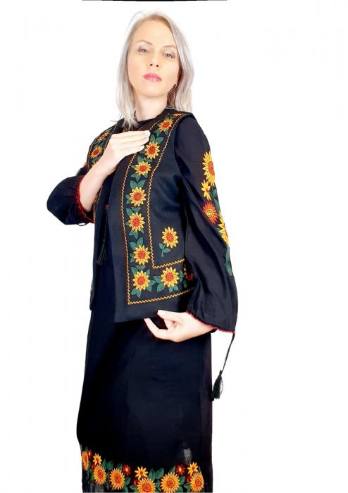 Costum Popular cu broderie traditionala - Prisilla [2]