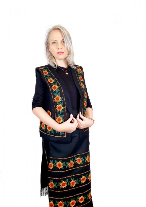 Costum Popular cu broderie traditionala - Prisilla [5]
