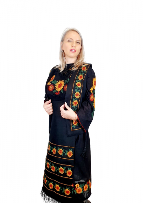 Costum Popular cu broderie traditionala - Prisilla [3]