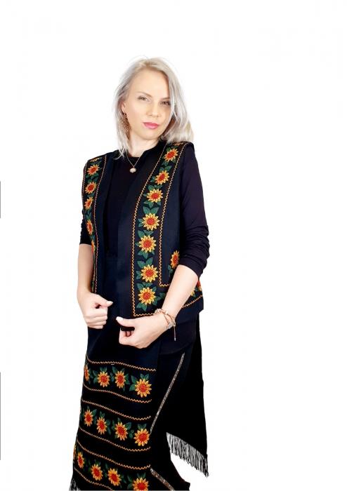 Costum Popular cu broderie traditionala - Prisilla [7]