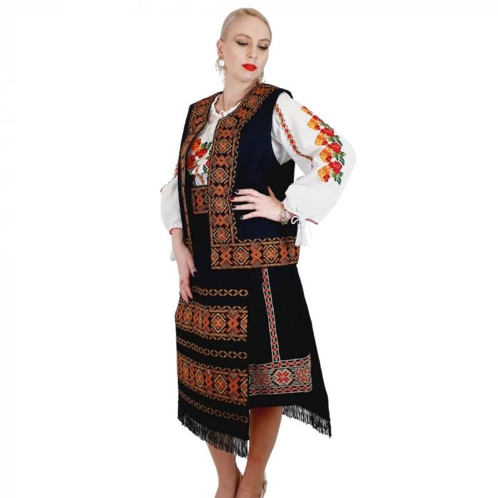 Costum Popular cu broderie traditionala Valentina [0]