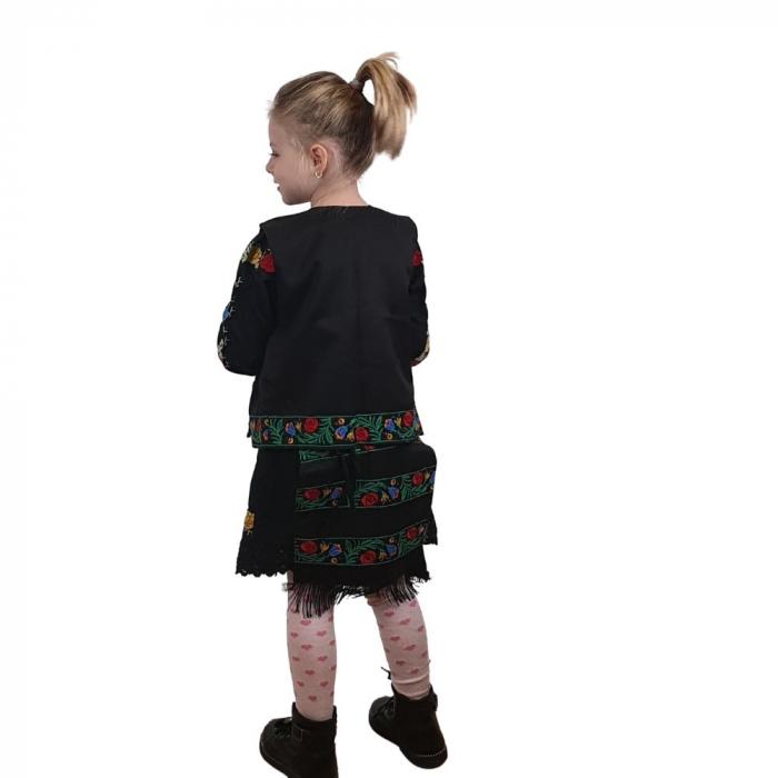 Costum traditional fetite Mira 5