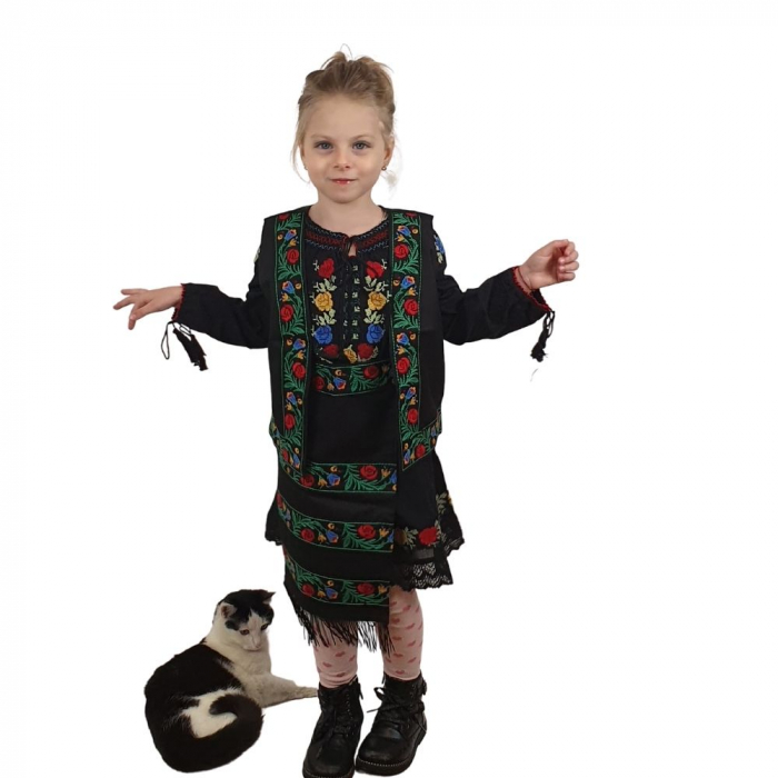 Costum traditional fetite Mira 4
