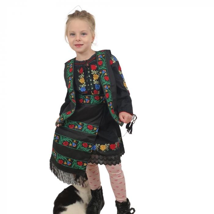 Costum traditional fetite Mira 1