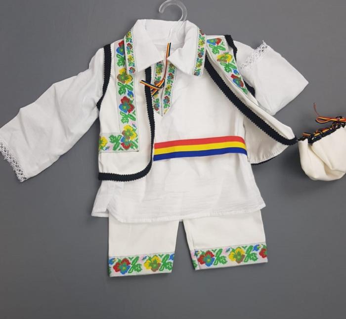 Costum Traditional Baietei 0-12 luni model 2 [1]