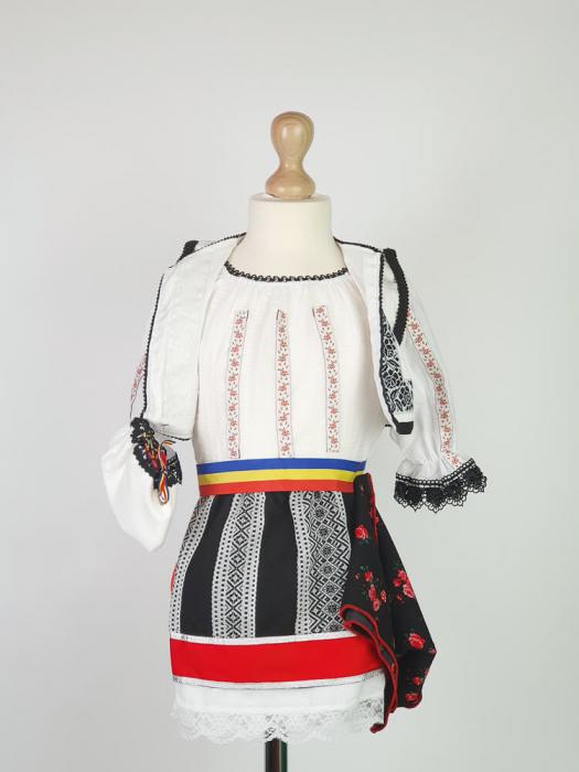 Costum Traditional Fetite Bianca 2 [1]