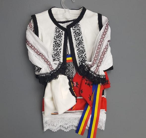 Costum Traditional Fetite Bianca 1