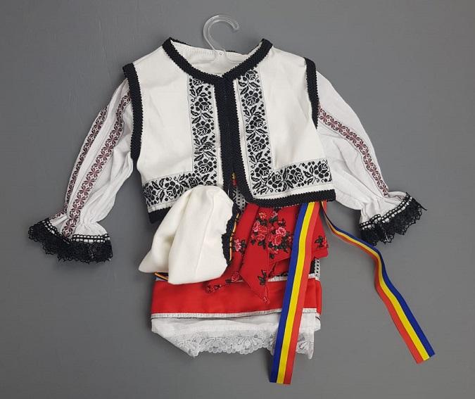 Costum Traditional Fetite Bianca 0