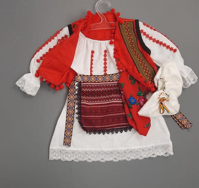 Costum Traditional Botez Fetite Catalina 2 [1]