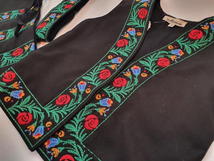 Costum traditional fetite Mira 15
