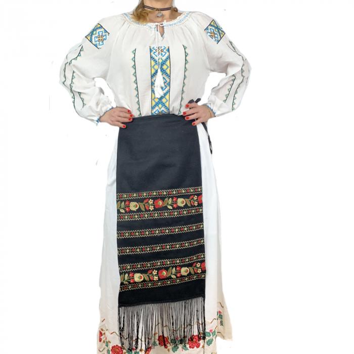 Fota traditionala Suzana 3