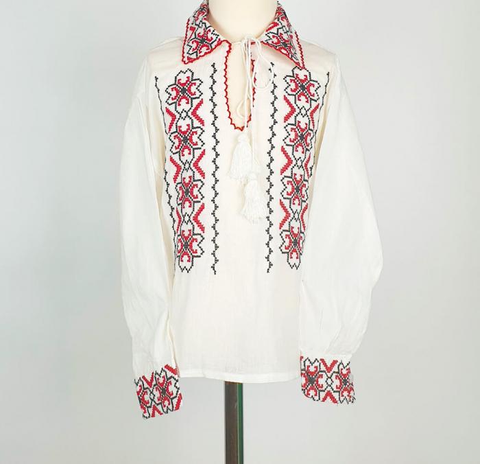 Ie Traditionala baieti Mircea [1]