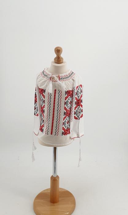 Ie traditionala fetite Lizica [1]