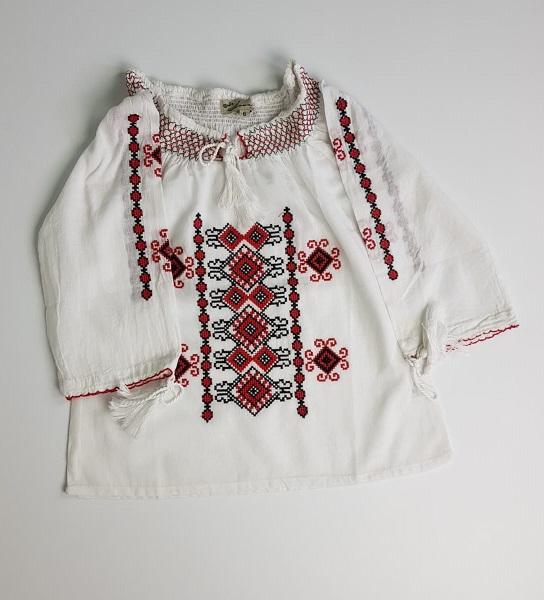 Ie traditionala fetite Maia [0]