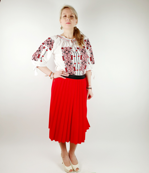 Ie traditionala Iustina 3