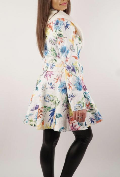 Palton Alb cu motive florale [1]