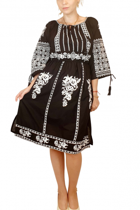 Rochie traditionala Isabela [2]