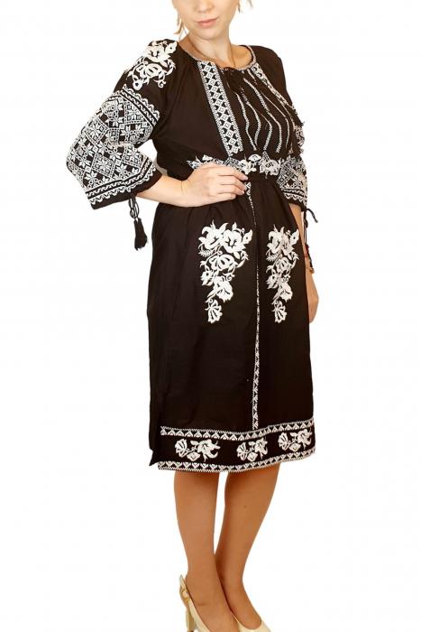 Rochie traditionala Isabela [4]