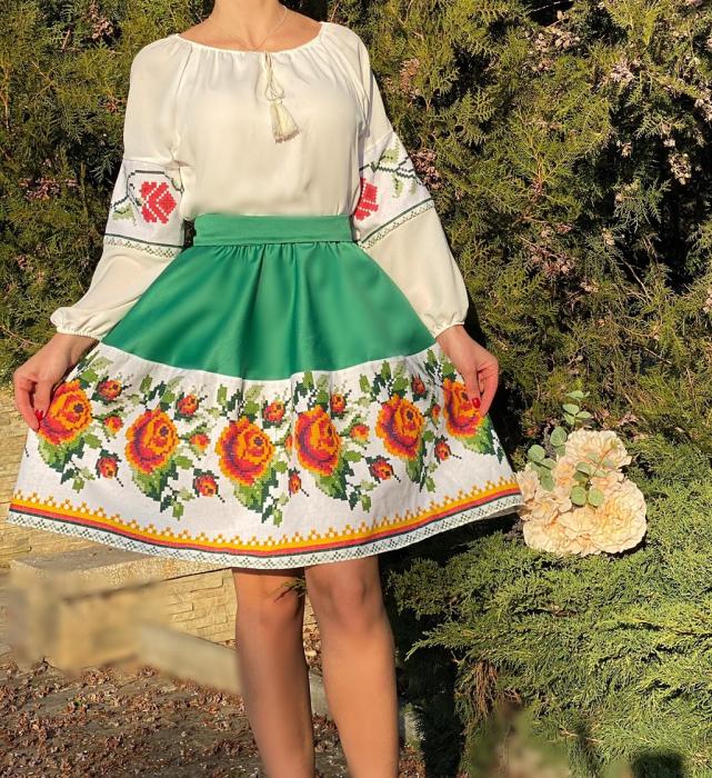 Rochie Traditionala stilizata cu motive florale Maria 0