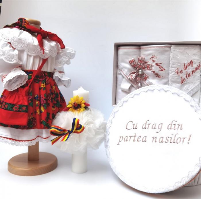 Set Botez Traditional Adeline - 4 piese / costumas, lumanare, trusou si cufar brodat [0]