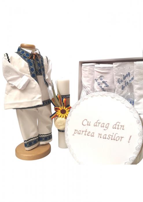 Set Botez Traditional Adi - 4 piese / costumas, lumanare, cufar brodat, trusou brodat [0]