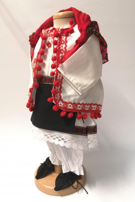 Set Botez Traditional – Delia – 4 piese / costumas , lumanare, trusou si cufar 3