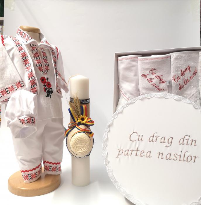 Set Costum National pentru baieti Raul 5: lumanare , trusou si cutie botez traditional [0]
