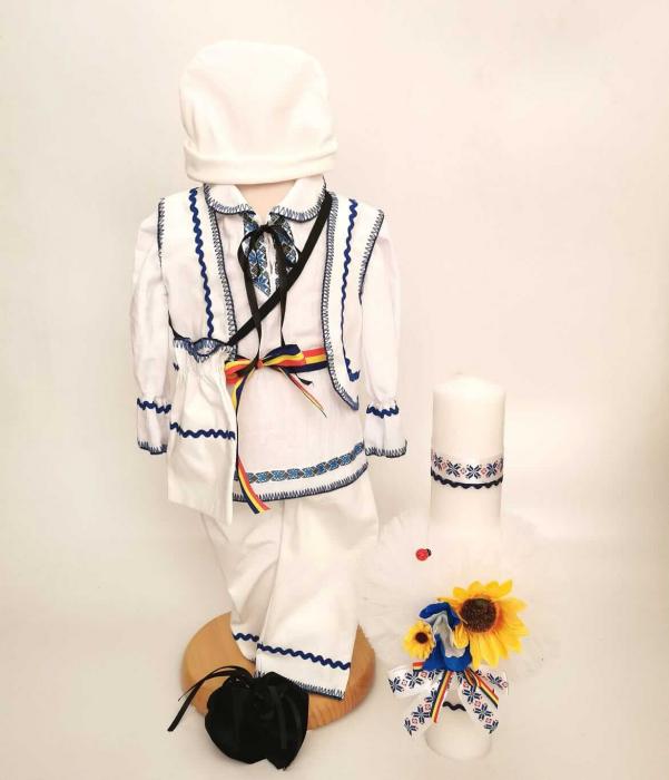 Set Costum National Victoras 13 si Lumanare Botez Traditional [0]
