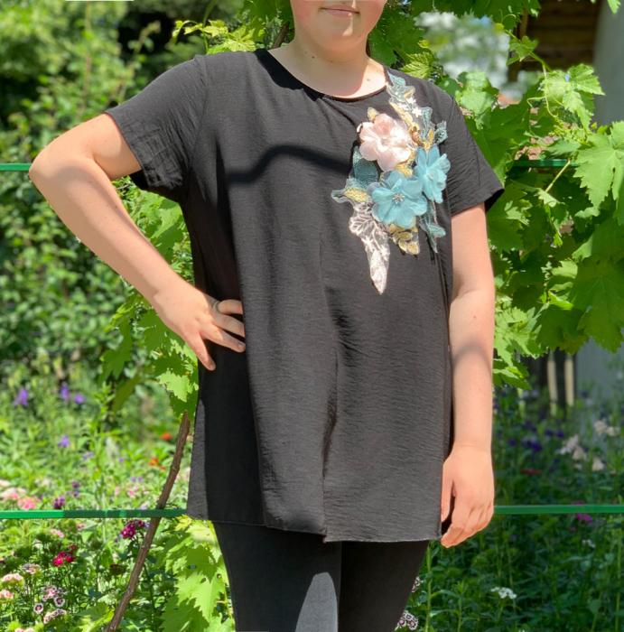 Tricou cu Flori aplicate - negru [0]