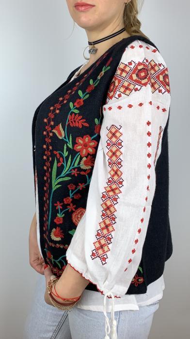 Vesta brodata cu model Traditional cu Flori 2 1