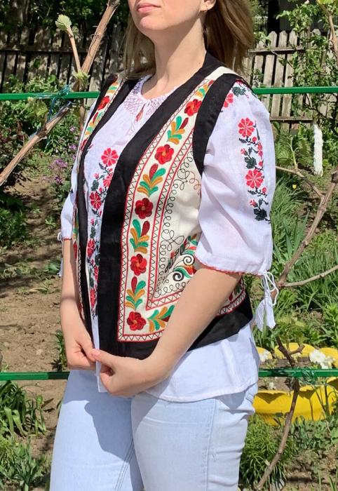 Vesta brodata cu model Traditional Suzana 10 [0]